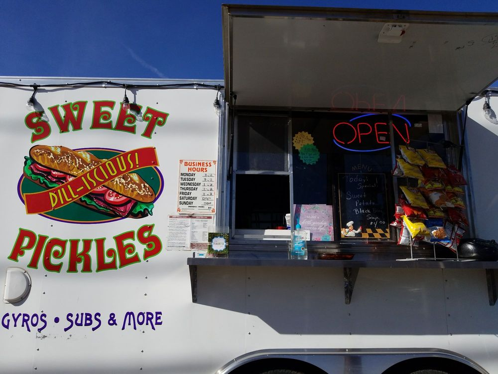 Sweet Pickles Gyros Subs and More: 1204 N Sr 89, Chino Valley, AZ