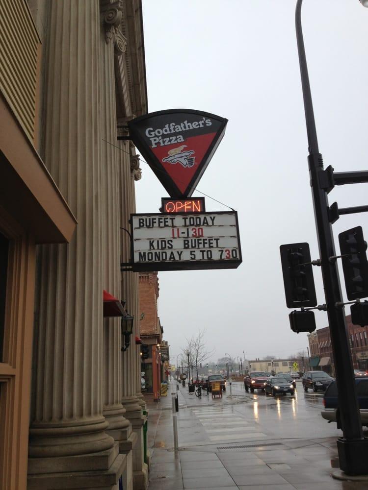 Godfather's Pizza: 225 S Minnesota Ave, Saint Peter, MN