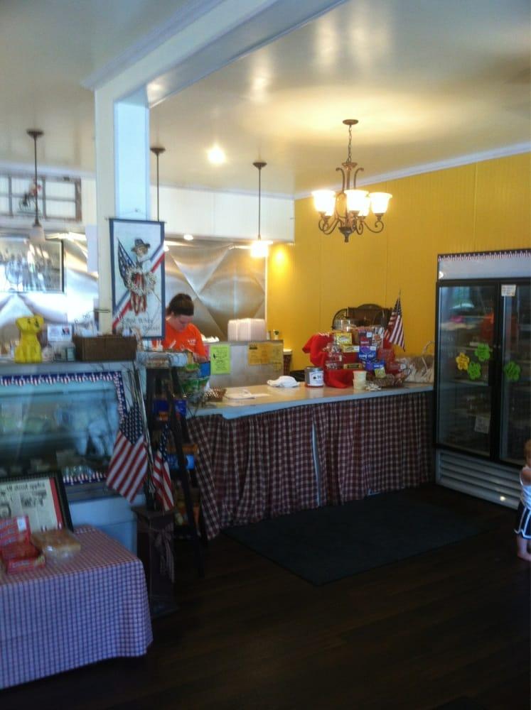 M & M Sandwich Shop: 100 W Centre St, Ashland, PA