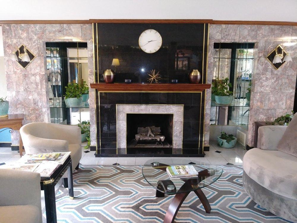 Bellevue Hotel & Suites: 1120 E Main St, Bellevue, OH