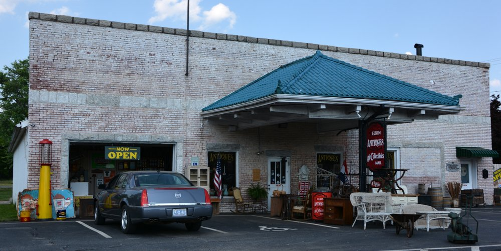 Elkin Antiques and Collectibles Mall: 131 S Bridge St, Elkin, NC