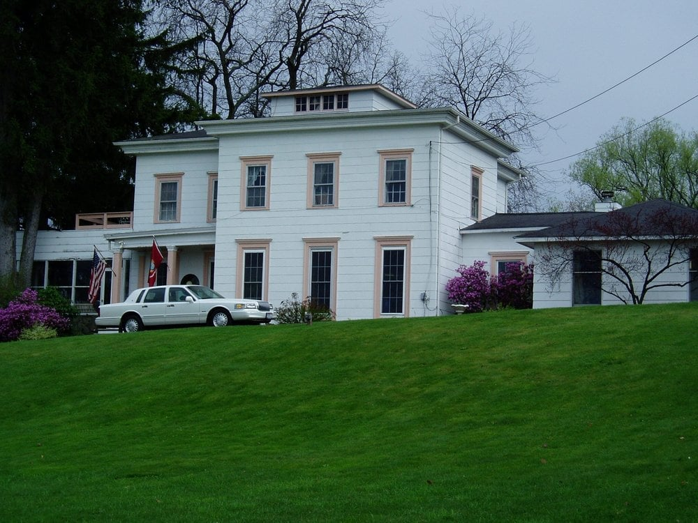 Bout Time Bed and Breakfast: 277 Steuben St, Watkins Glen, NY