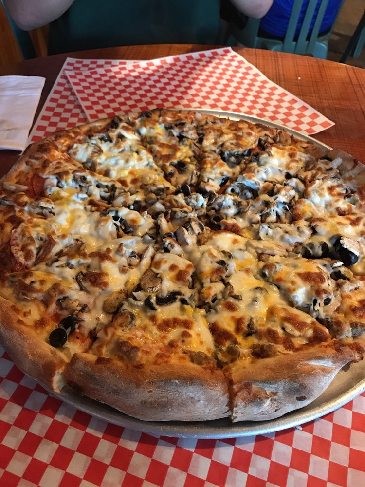 Roslyn Village Pizza: 105 W Pennsylvania Ave, Roslyn, WA