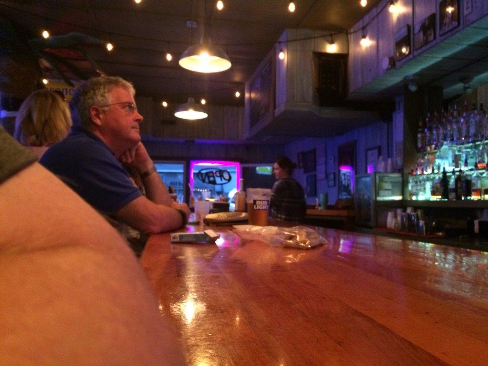 Palm Room Bar: 11 E Salisbury St, Wrightsville Beach, NC