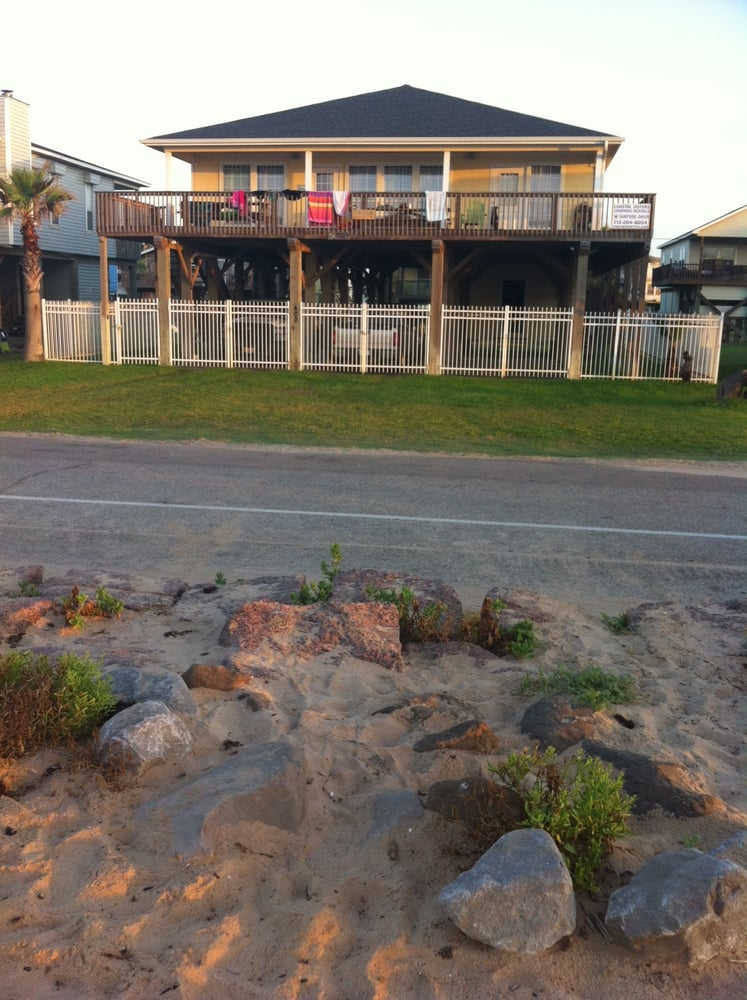 Surfside Oasis: 402 Beach Dr, Surfside Beach, TX