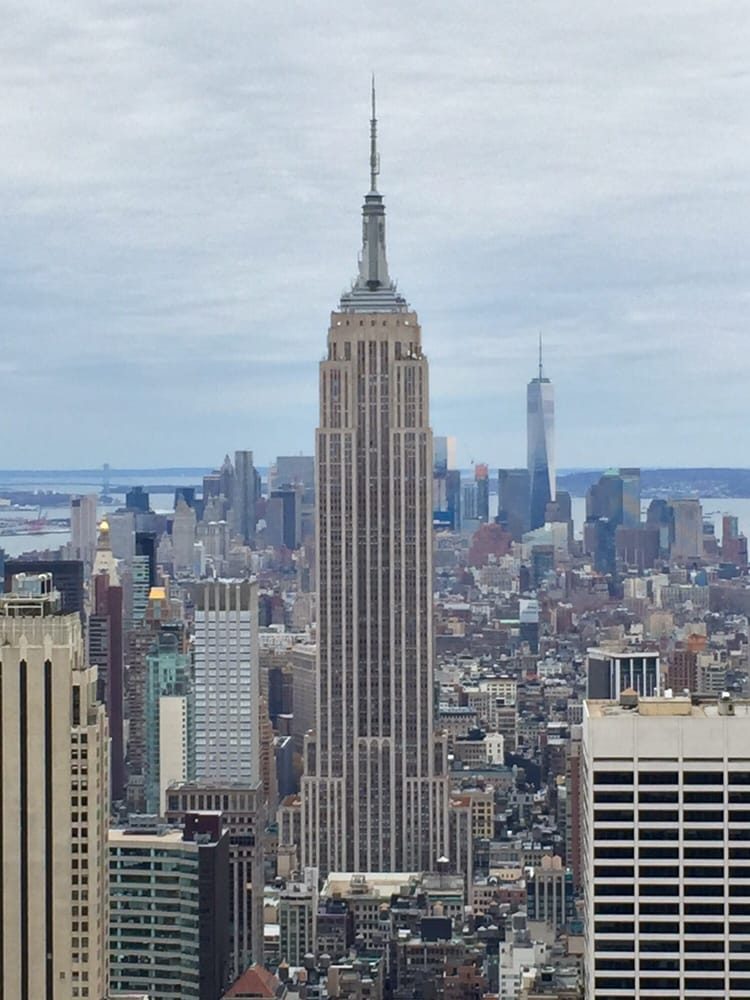 View of the empire state building and one world trade for Top of the rock new york restaurant