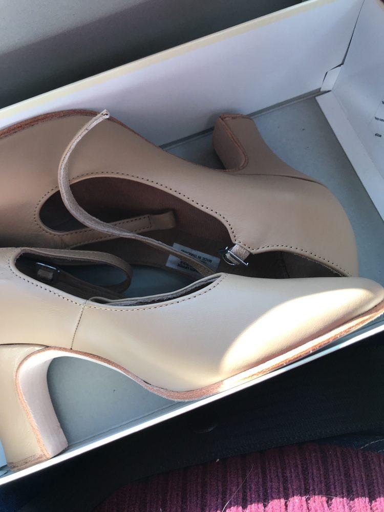 Diana's Dancewear: 8958 Blue Ash Rd, Cincinnati, OH