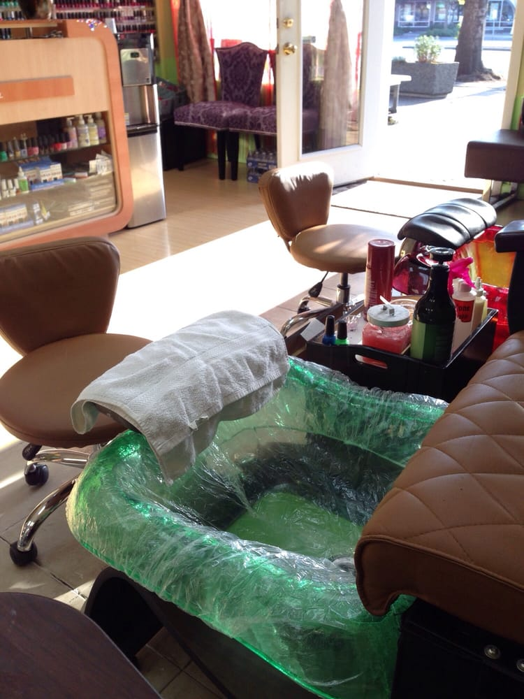 They use disposable covers in the water tubs for pedicures yay yelp - Diva salon and spa ...