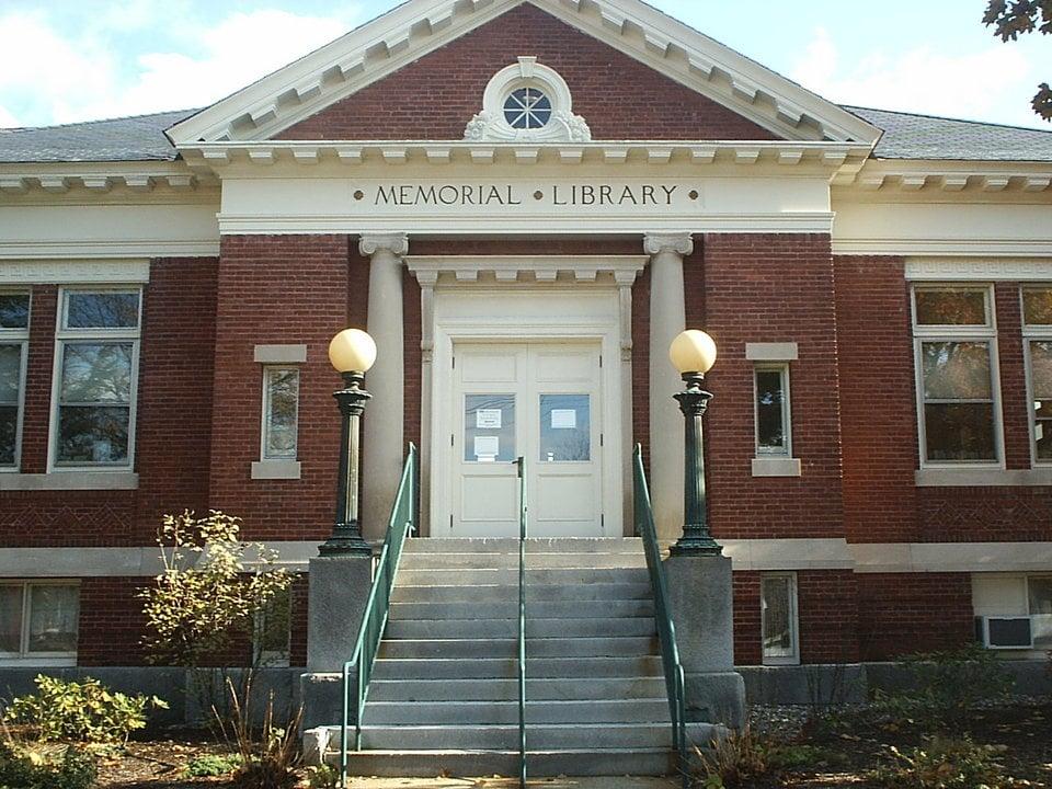Goffstown Public Library: 2 High St, Goffstown, NH