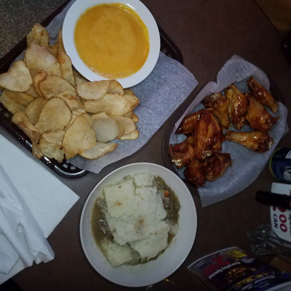 Val's Pub And Grill: 209 US Hwy 70 W, Havelock, NC