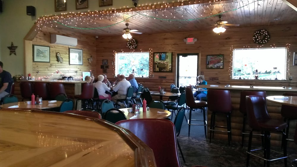 Apple Valley Bar & Grill: 415 W Hwy 10, Neillsville, WI