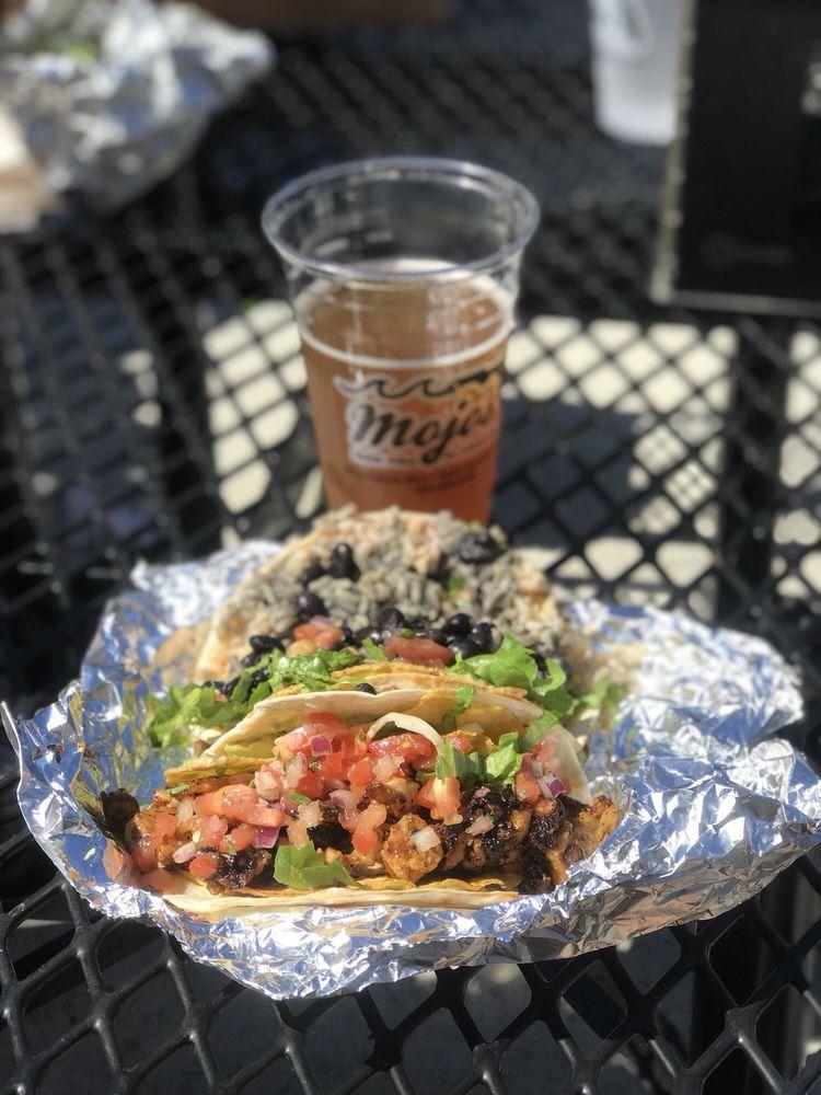 Food from Mojo's Tacos
