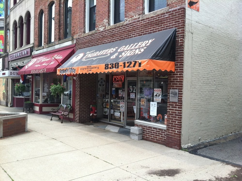 Engravers Gallery & Signs: 10 Lincoln Way E, Massillon, OH