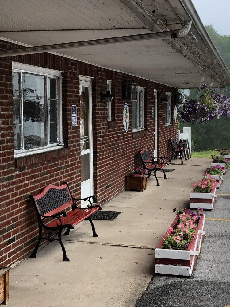 Judy's Motel Pa Dutch Heritage: 3521 US 220 Business, Bedford, PA