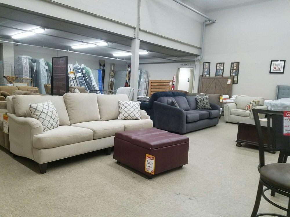 Slumberland Furniture: 756 E Napier Ave, Benton Harbor, MI
