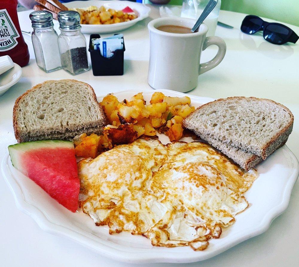Zoe's Vintage Eatery: 77 Center Ave, Atlantic Highlands, NJ