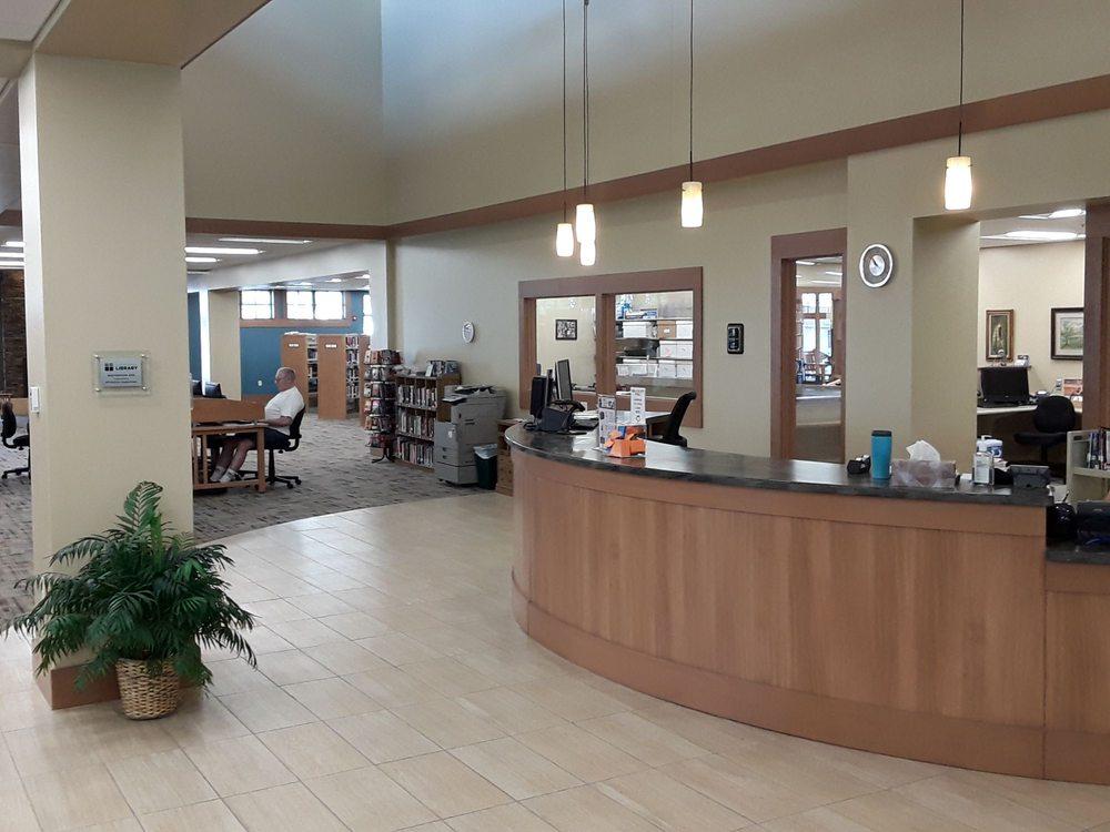 Schreiner Memorial Library: 113 W Elm St, Lancaster, WI
