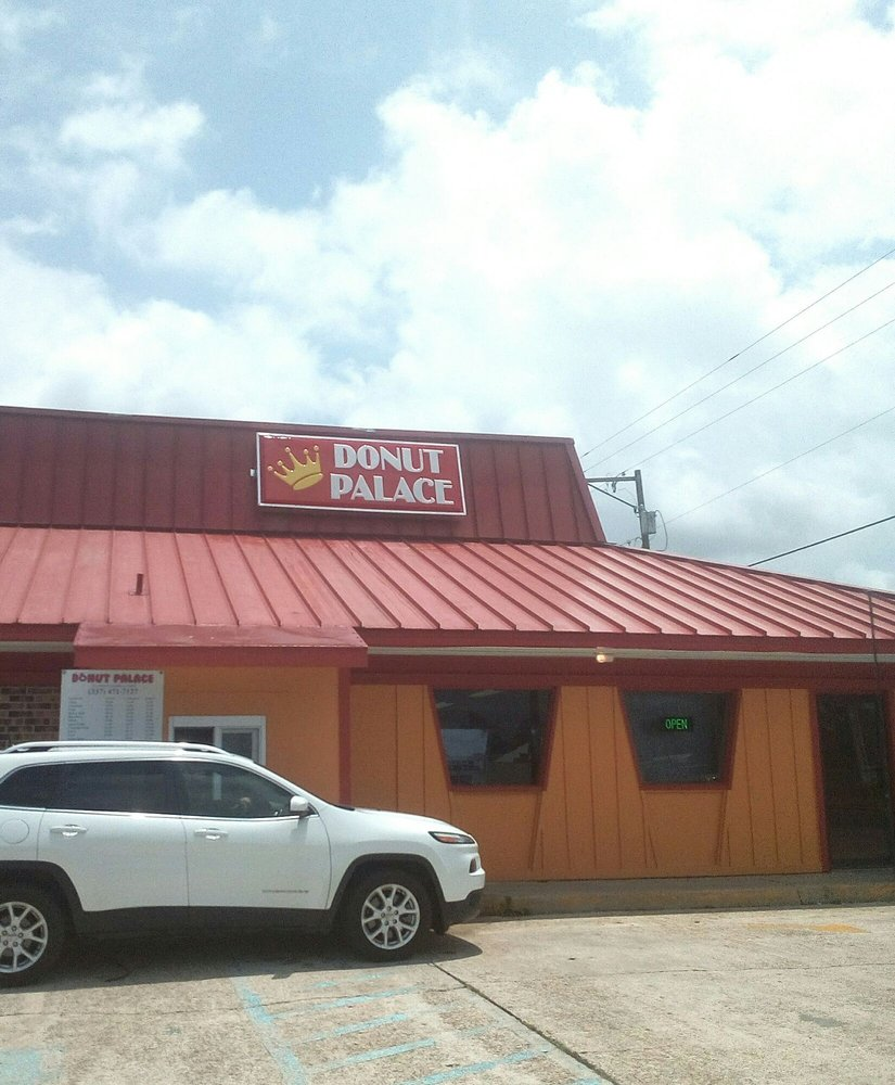 Donut Palace: 1724 Main St, Franklin, LA