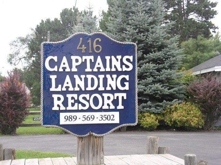 Captain's Landing Resort: 416 N Lake St, Oscoda, MI