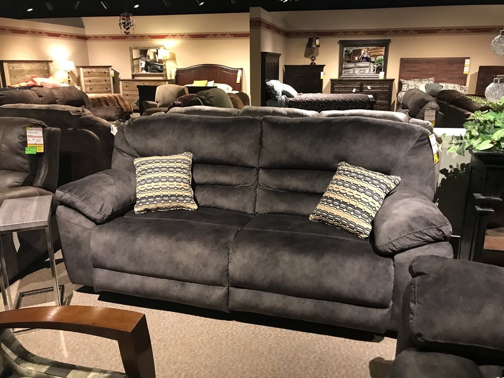 Kutter's America's Furniture Store: 2100 S State Road 61, Hutchinson, KS