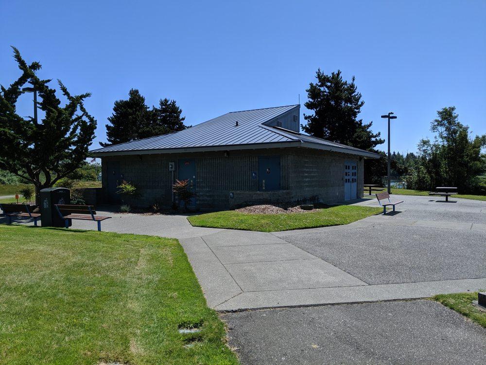 Langus Riverfront Park: 411 Smith Island Rd, Everett, WA