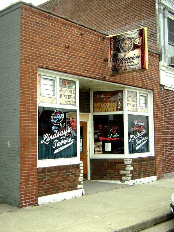 Lindsay's Tavern: 111 E Adams St, Pittsfield, IL