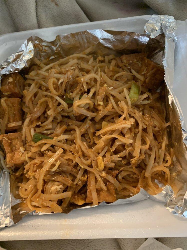 Chilli Thai: 1012 W Hebron Pkwy, Carrollton, TX