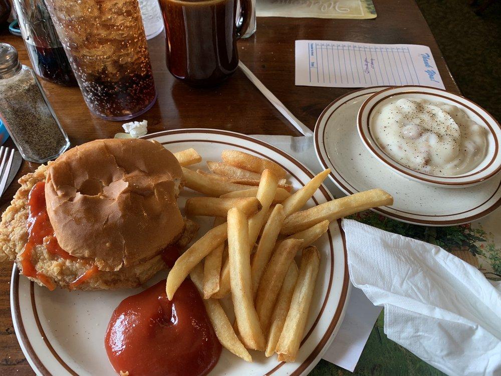 Hen House Restaurant & Gift Shop: 547 E Springfield Rd, Arcola, IL