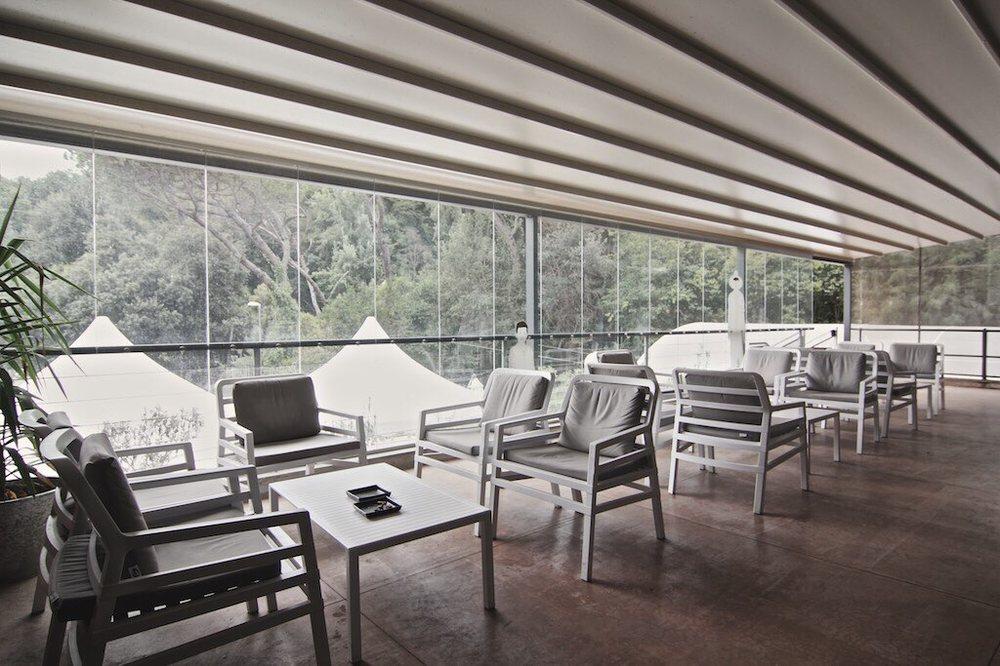 La Terrazza Della Sala Conferenze Con Una Veranda Su Monte