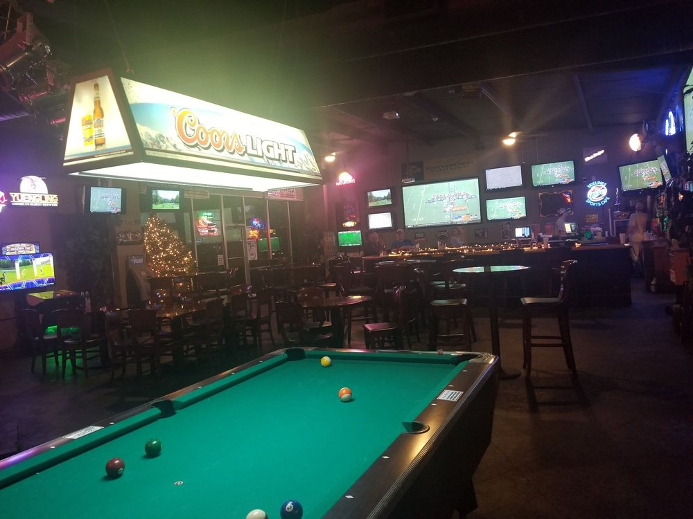 Sidelines Sports Cafe: 2763 Oak Grove Rd, Hattiesburg, MS