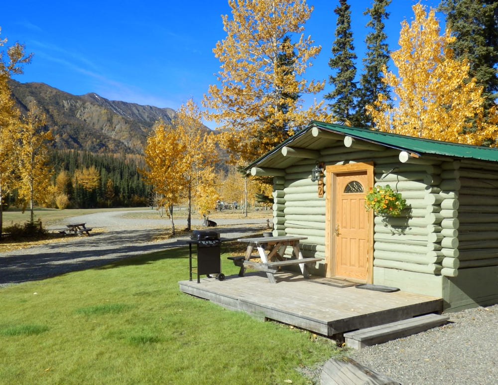 Discovery Yukon Lodgings: Km 1818 Alaska Highway, Beaver Creek, YT