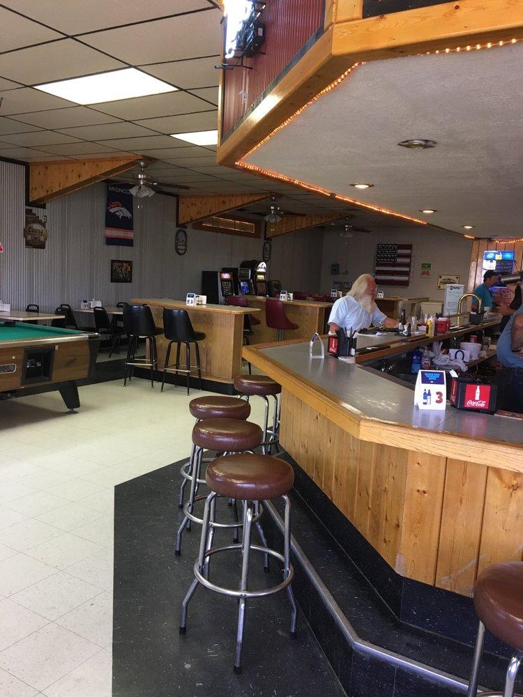 Homestead Inn Bar: 16551 Iowa Ave, Broadview, MT