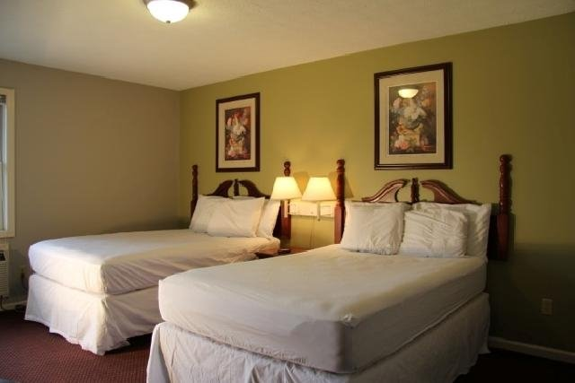 Travelers Suites: 2550 Lone Oak Rd, Paducah, KY