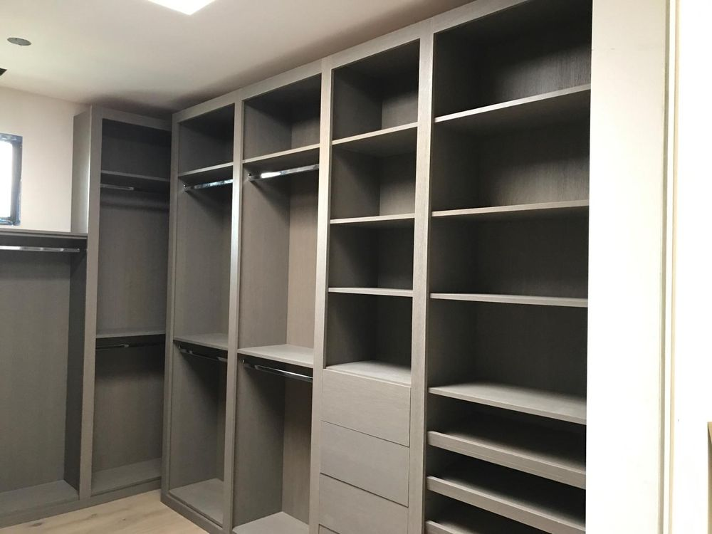 Bella Closets & Cabinets
