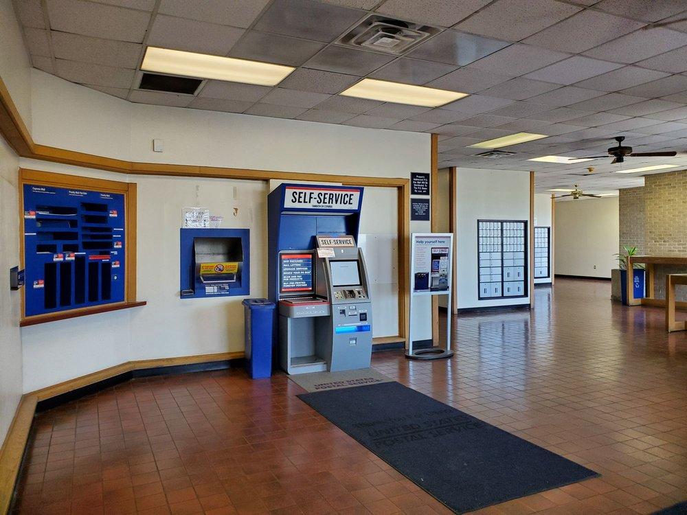 United States Post Service - Leon Valley: 6825 Huebner Rd, San Antonio, TX