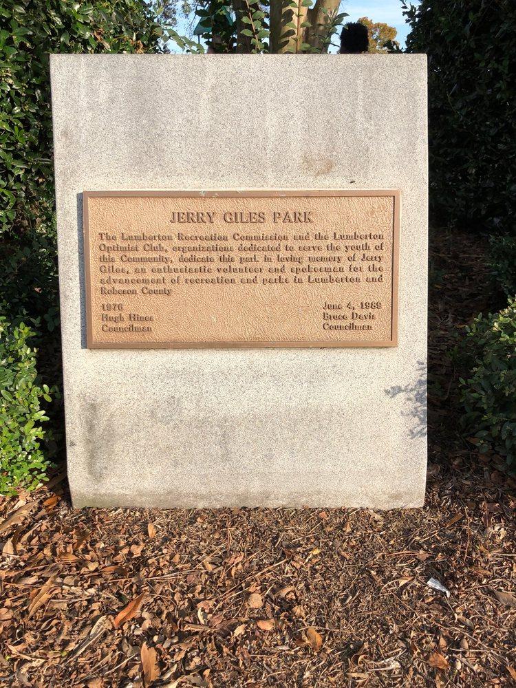 Jerry Giles Park: 2900-3398 N Walnut St, Lumberton, NC