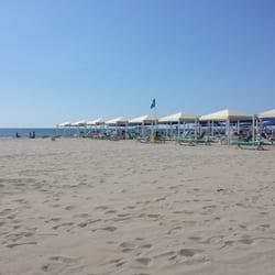 Bagno ariston beaches viale bernardini 654 lido di - Bagno onda lido di camaiore ...