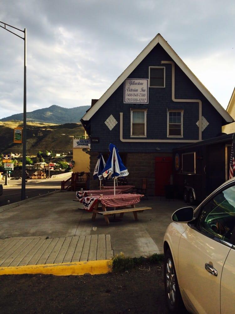 Yellowstone Condos & Suites: 114 Main St, Gardiner, MT