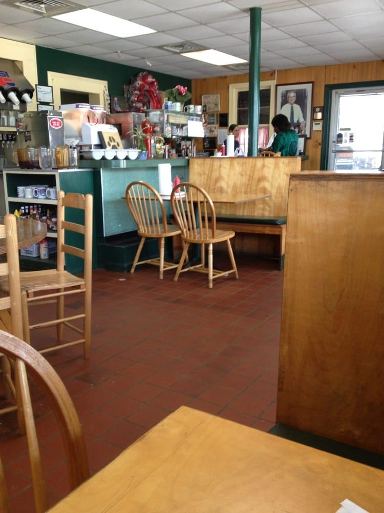 Buster's Restaurant: 1310 E Nashville Ave, Atmore, AL