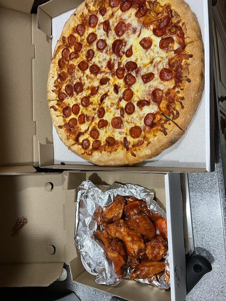 VinLouie's Pizzeria: 4097 Lake Shore Rd, Hamburg, NY