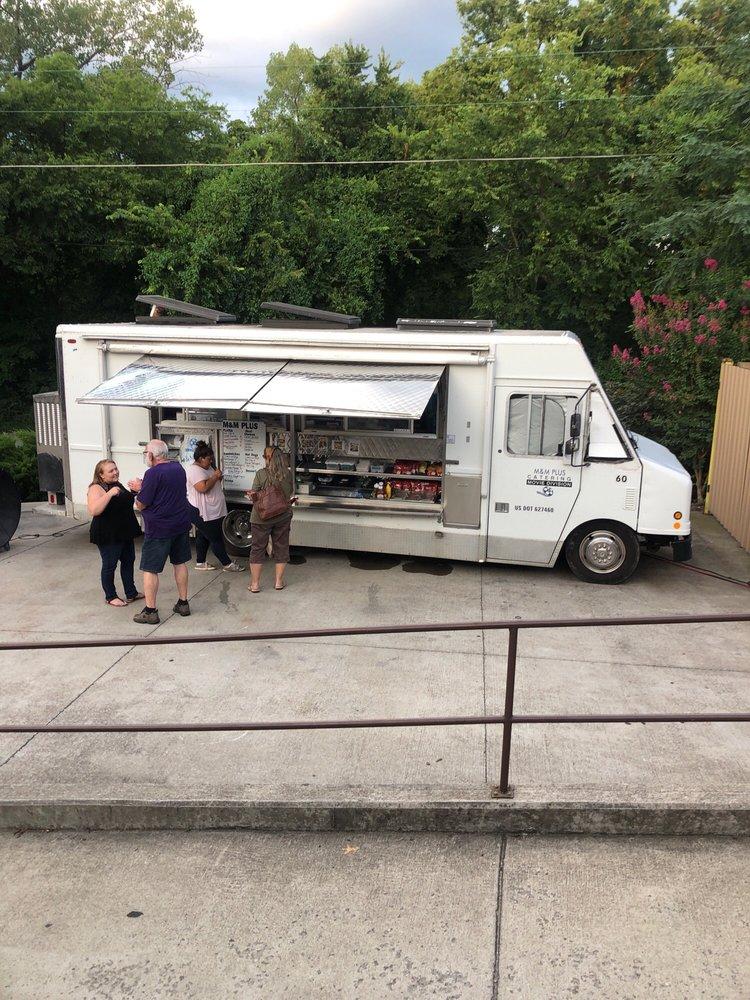 M & M Plus Catering Food Truck: Columbia, TN