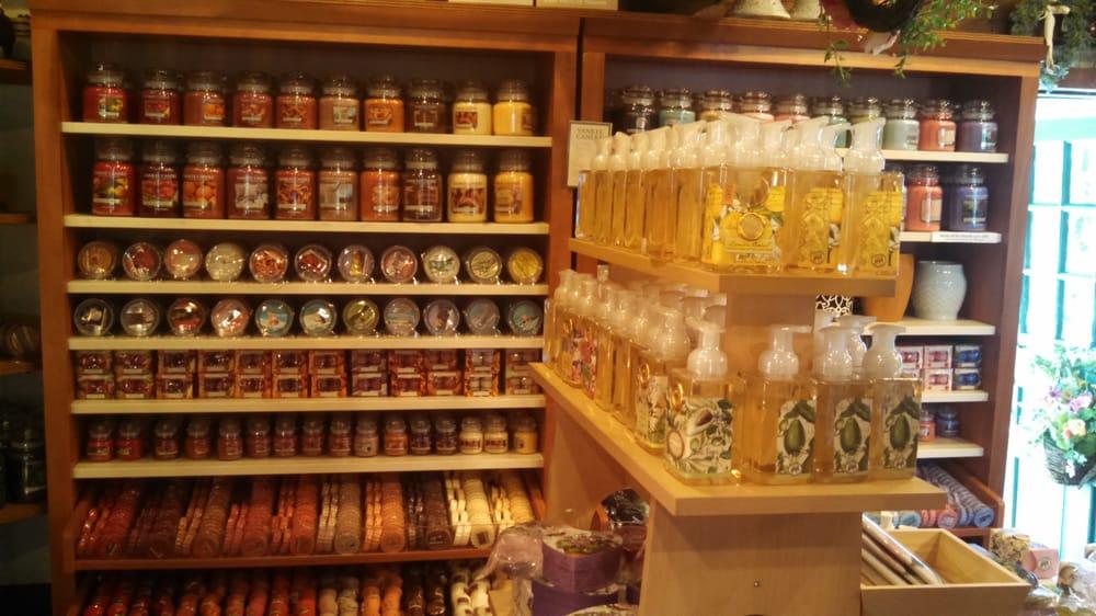 Candle & Christmas Shoppe