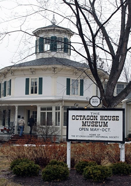Octagon House: 1004 3rd St, Hudson, WI