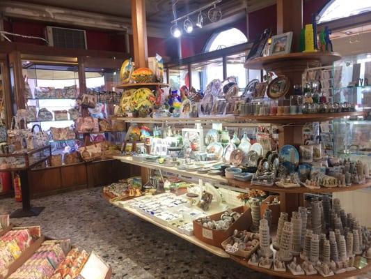 G barsanti e figli negozi di souvenir piazza duomo 6 for L arreda negozi pisa