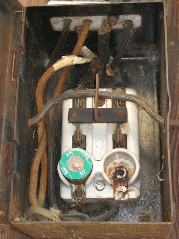Incredible Rusty Fuse Box With Glass Fuses Yelp Wiring Digital Resources Unprprontobusorg
