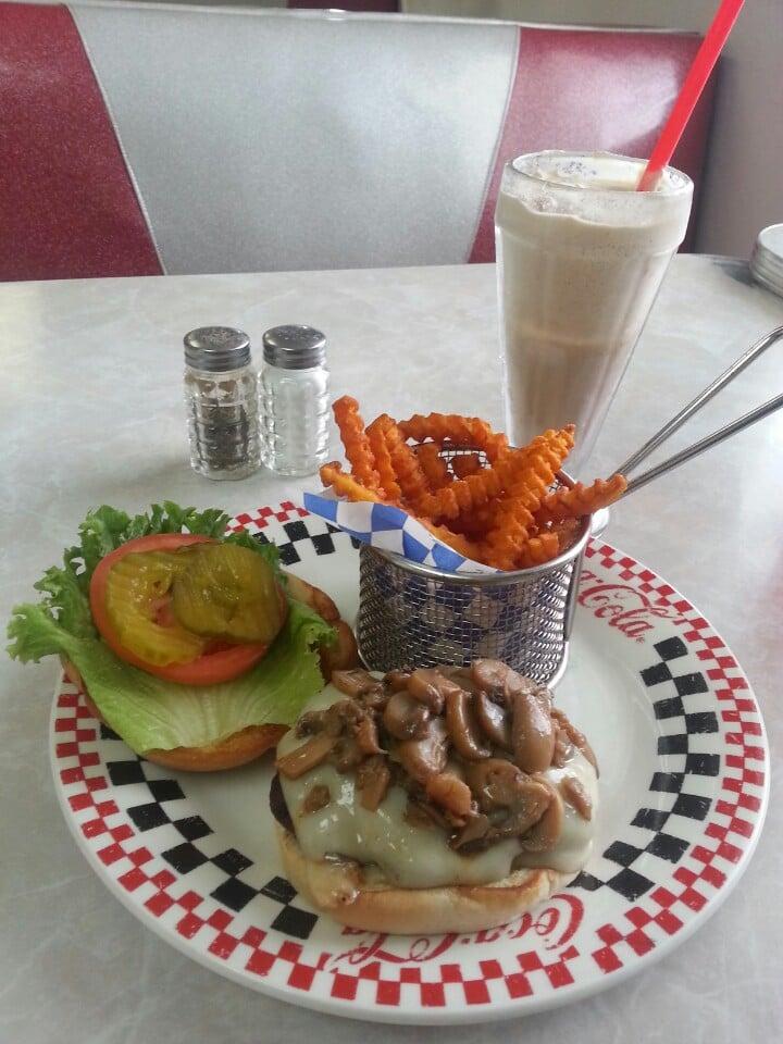 Flashbacks Diner: 13856 S Sunland Gin Rd, Arizona City, AZ