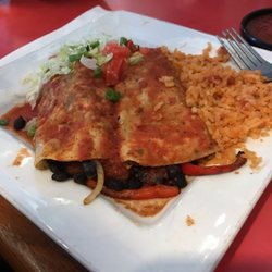 Salty iguana mexican restaurant order online 53 reviews mexican 4931 w 6th st lawrence - Iguanas mexican grill cantina ...