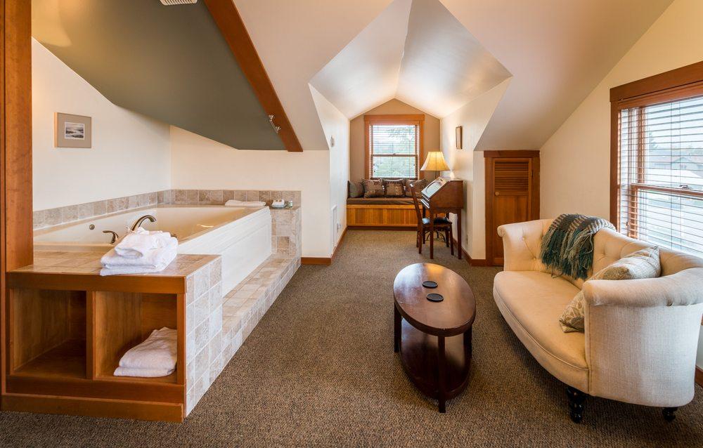The Heron Inn & Day Spa: 117 Maple Ave, La Conner, WA