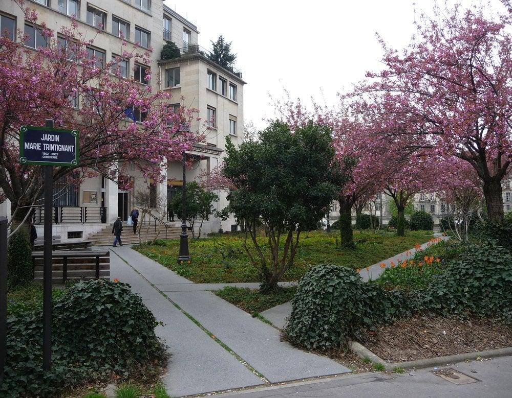Jardin marie trintignant park forests rue de l 39 ave for Jardin 3 marias