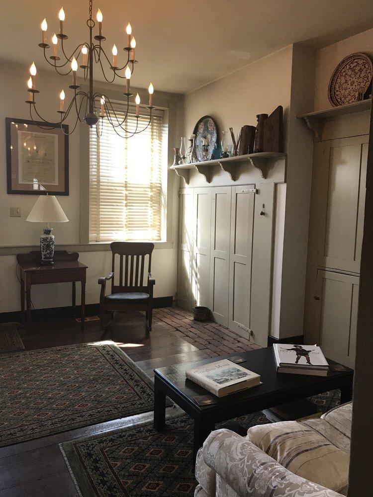 The Aaronsburg Inn: 100 E Aaron Sq, Aaronsburg, PA